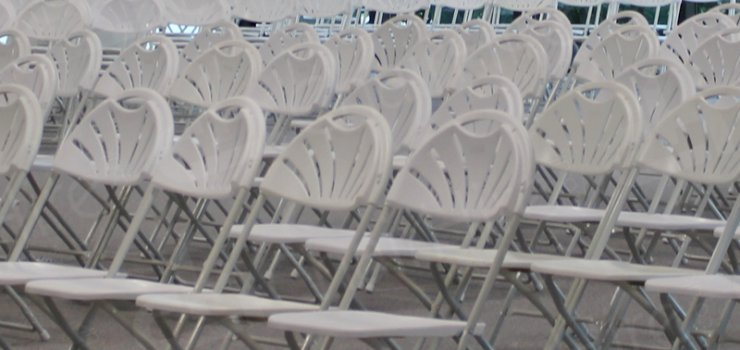 https://chairhire.co.uk/White Folding Chair