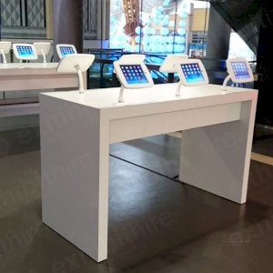 The 6 iPad Counter includes 6 iPads and is perfect for informing and socializing with customers.