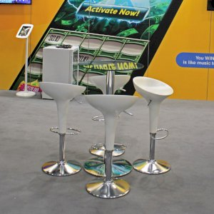 Our white bombo stool is a contemporary piece that looks incredible at any exhibition stand.