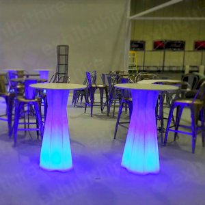 The Icicle Table can be illuminated in a range of colours to match your event.