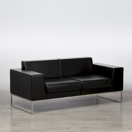 https://www.exhibithire.co.uk/Lay Sofa - Black