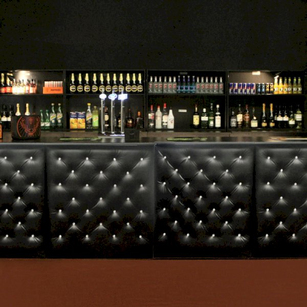 Chesterfield Bar Black - 1m Unit