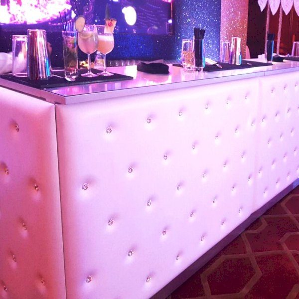 Chesterfield Bar White - 1m Unit